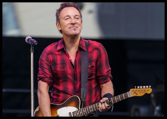 Bruce Springsteen's 'Letter To You' Debuts At No. 2 On Billboard 200